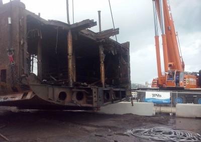 Izado de casco de barco hundido. En colaboración con TEMS