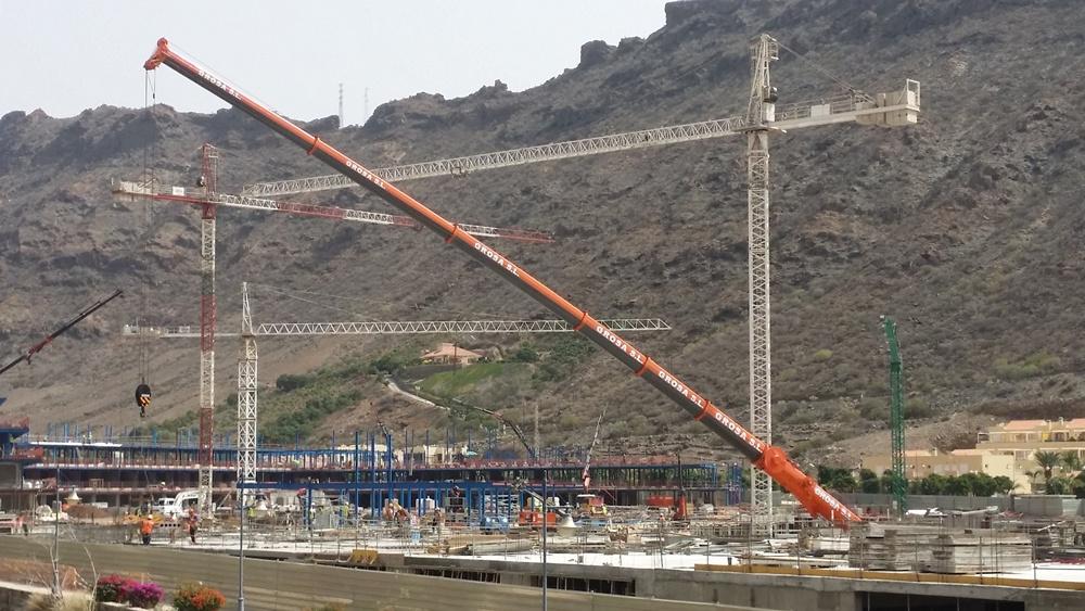 Rental of Cranes and Fork-lift trucks at Las Palmas de Gran Canaria - Grosa S.L.