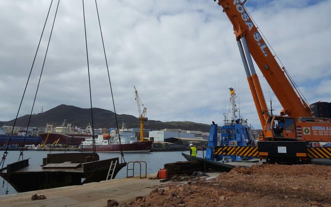 Extracción de los restos del Lirio, hundido en el Puerto de Las Palmas