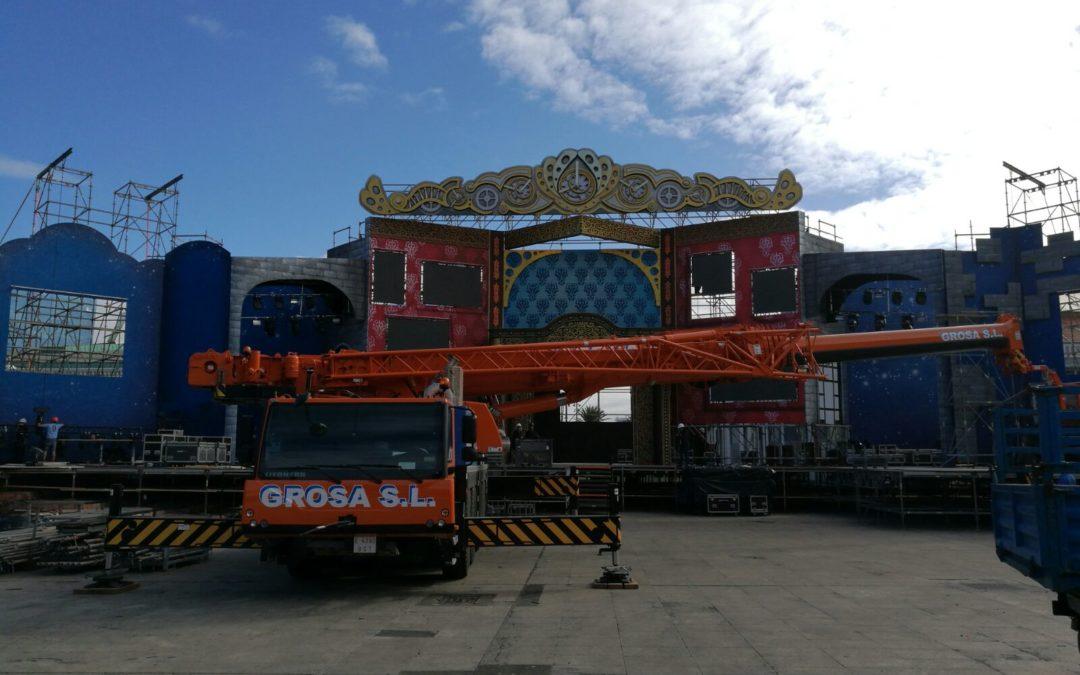 Colaborando en el montaje del escenario del Carnaval de Las Palmas 2018