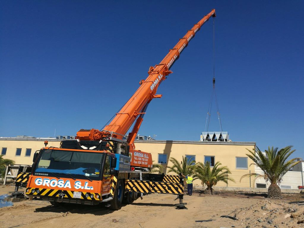 Replacing machinery in Hospital del Sur of Gran Canaria