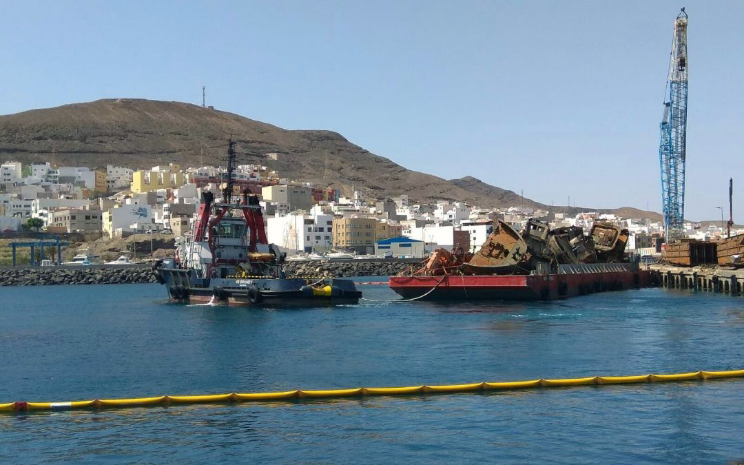 Extraction of sunken pontoons in Puerto de Gran Tarajal