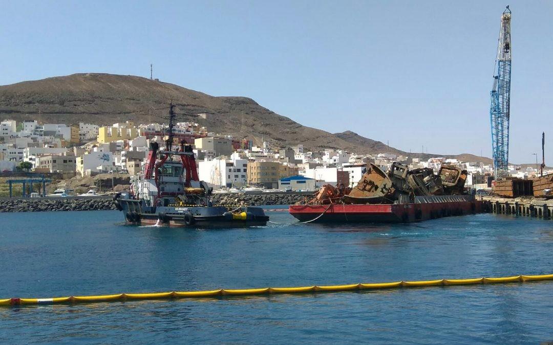 Extracción de pontonas hundidas en Puerto de Gran Tarajal con grúa de celosía Demag CC1100