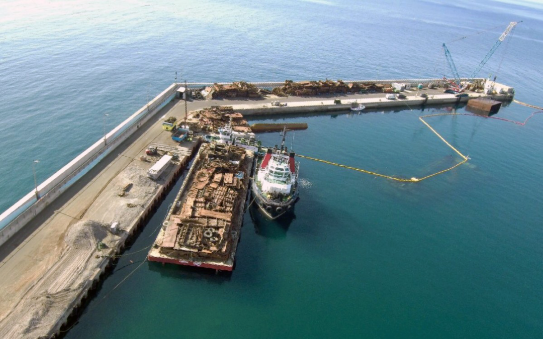 Extraction of sunken pontoons in the Port of Gran Tarajal